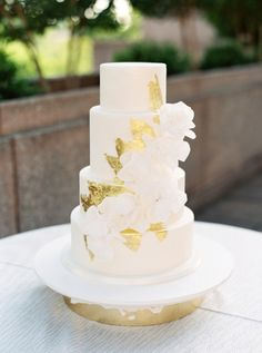 Edible gold leaf three tier wedding cake: http://www.stylemepretty.com/2016/10/04/fall-wedding-trends/ Photography: Simply Sarah - http://simplysarah.me/