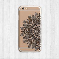 ……………………………………. BLICK MEHR FÄLLE HIER ★ https://www.etsy.com/shop/LovinaCases …………………………………….  ► BESCHREIBUNG: Diese eingebaut Henna Fall Telefonfunktionen eine gedrucktes Mandala Design auf einem harten transparenten Kunststoff. Dieses schlanke, flexible floral Fall besteht aus TPU-Kunststoff, die eng an die Form des Telefons mit einem erhöhten Grat zum Schutz des Bildschirms passt. Die Kamera-Öffnungen sorgfältig zur Vermeidung von Interferenzen mit dem iPhone geschnitten worden oder…