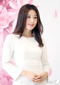 Kim Hee-ae (김희애) - Picture @ HanCinema :: The Korean Movie and Drama Database Asian Ladies, Celine Dion, Korean Actresses, Korean Celebrities, Beautiful Asian Women, Asian Woman, My Idol, Kdrama, Thailand