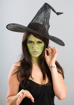 We're kicking off Halloween Makeup 101 with a gorgeous take on the most classic Halloween character, the witch!