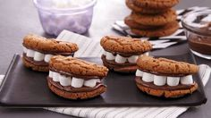 Surprise and delight your guests by baking Pillsbury peanut butter cookies filled with marshmallows and hazelnut spread! This dessert will have you smiling from ear to ear. Monster Mouths are a fun and ghoulish treat for a Halloween party! Halloween Cookie Recipes, Halloween Food Crafts, Halloween Camping, Halloween Cookies, Halloween Desserts, Halloween Treats, Halloween Party, Samhain Halloween, Halloween 2016