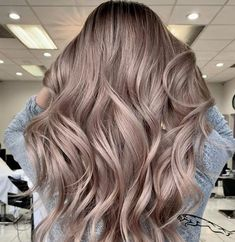 Latest Screen Balayage hair blonde cold Ideas Summer's in route! Plus each of our feelings consider brighter, lighter weight, extra gorgeous plu Cool Blonde Hair, Brown Blonde Hair, Brunette Hair, Ashy Blonde, Brunette Color, Light Blonde, Ombre Hair, Balayage Hair, Honey Balayage