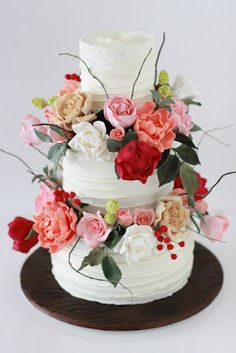 Floral cakes don't usually look so vibrant.  I love this one!