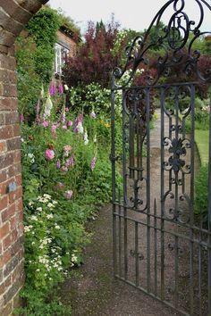 Henhurst Interiors: An English Country House