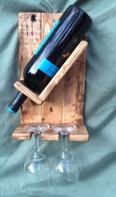 Unique DIY Pallet Wine Rack Ideas You are in the right place about DIY Wine Rack basement Here we offer you the most beautiful pictures about the DIY Wine Rack horizontal you are looking for. Wine Bottle Holders, Glass Holders, Wine Bottles, Vin Palette, Wood Projects, Woodworking Projects, Woodworking Equipment, Wine Rack Design, Wood Wine Racks