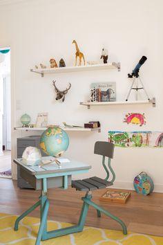 Alice B. - Rencontre un Archi. Chambre d'enfant originale. Pupitre et chaises chinées. ( Pour chiner rendez-vous sur BrocanteLab/Selency ;) Prenez rendez-vous à domicile avec Alice pour 50€ en cliquant ici