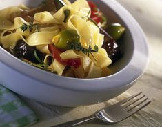 Bandnudeln mit geschmortem Gemüse Rezept   LECKER Fruit Salad, Soup, Ethnic Recipes, Popular Recipes, Food Food, Italy, Fruit Salads, Soups