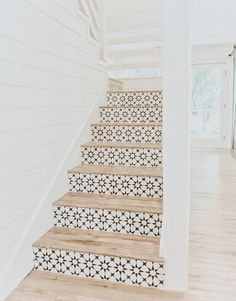 gorgeous stair renovation ideas – simple modern tiled staircase for the home – Beach House Decor Tiled Staircase, Tile Stairs, Staircases, Stairs Tiles Design, White Staircase, Staircase Design, Love Your Home, My Dream Home, Stair Renovation