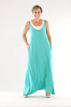 Summer style in a dress! The Marama Maxi is your answer to getting the most out of the season in exciting aqua green or classic black. With pockets and a positive affirmation printed at the back neck. Casual Maxi Dresses, Fashion Dresses, Staple Wardrobe Pieces, Black Bandeau, Nighties, Summer Dresses For Women, Sewing Tutorials, Boho Fashion, Athletic Tank Tops