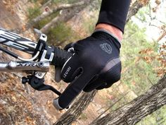 Quick Review:  Pearl Izumi's Cool & Comfortable Gel-Vent FF Glove. Middle Finger braking FTW!