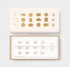 PEKING PIE 北平派 - 产品包装设计 - (北京)顾鹏设计 Tea Packaging, Packaging Design, Chocolates, Tea Gifts, Moon Cake, Resume Design, Box Design, Paper Design, Textures Patterns