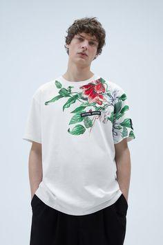 Zara Israel, Peanuts T Shirts, Japanese Streetwear, Zara Man, Fashion Poses, Look Cool, Clothing Patterns, Shirt Outfit, Printed Shirts