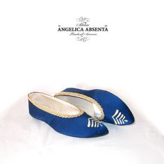 Satin blue ball slippers | Atelier Angelica Absenta  ZAPATILLAS DE BAILE DE RASO AZUL  Very light and flexible slippers made of fine goat leather, blue satin embroidered in gold metallic thread, gold trimmings and fine leather soles. Made to measure, totally customizable. All my shoes are handcrafted, hand made to measure and customer's taste, do not hesitate to contact me to design your own.  1800s shoes regency zapatos regencia