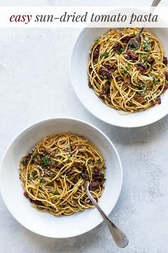 sun-dried tomato spaghetti with bacon is a quick and easy pasta dinner for busy nights. You only need a handful of ingredients and once prepped the dish is ready in the time it takes to boil the pasta. Bacon Pasta Recipes, Quick Pasta Recipes, Appetizer Recipes, Beef Recipes, Bacon Food, Spaghetti Dinner, Pasta Spaghetti, Best Pasta Dishes, Mediterranean Pasta