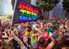 Word je als homo geboren of niet? Een groeiende groep wetenschappers heeft twijfels en zegt dat er meer aan de hand is dan louter genen. Maar wat dan?…