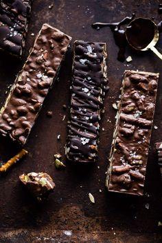 slow cooker dessert recipes - desserts to make in a crockpot Slow Cooker Recipes Dessert, Crockpot Recipes, Snack Recipes, Dessert Recipes, Chocolates, Homemade Chocolate Bars, Dessert Chocolate, Homemade Candies, Chocolate Chocolate