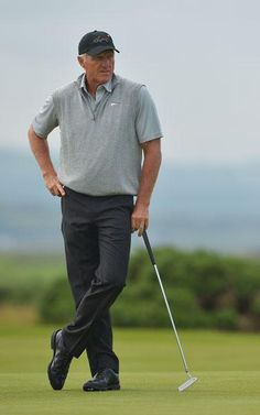 Expert Golf Tips For Beginners Of The Game. Golf is enjoyed by many worldwide, and it is not a sport that is limited to one particular age group. Not many things can beat being out on a golf course o Mens Golf Fashion, Mens Golf Outfit, Ladies Fashion, Mens Golf Clubs, Famous Golfers, Men's Business Outfits, Golf Club Sets, Golf Tips For Beginners, Perfect Golf