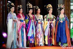 张庭的照片 - 微相册. The 'Empress of China' TV crew.