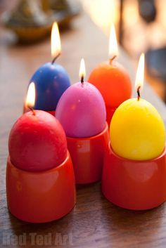 Great Easter Gift for Grown Ups. Easter Basket Ideas for Adults. Thirfty Recycled Egg Candle How to. How to make an egg candle from Crayons. Easter Crafts For Adults, Easter Arts And Crafts, Easter Crafts For Kids, Diy For Kids, Easter Gift, Easter Presents, Easter Candy, Easter Decor, Easter Eggs