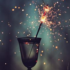 Happ new year! Happ new year! Happ New Year, Jolie Photo, Pics Art, Sparklers, Pretty Pictures, Wedding Pictures, Wallpaper Backgrounds, Iphone Wallpaper, Wallpapers Android