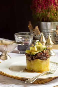 Coulant de rabo de toro Gourmet Appetizers, Savory Snacks, Sashimi, Meat Recipes, Wine Recipes, Dessert Chef, Tapas Menu, Spanish Dishes, Xmas Food