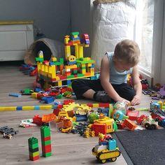 WEEEEEEEKEND!  #weekend #zaterdag #opstarten #rustigaan #duplo #bouwen #zoon #fantasie #lego