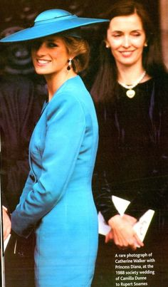 October Princess Diana Wearing A Turquoise Jacket Designed By Fashion Designer Catherine Walker To Attend A Friend's Wedding. Princess Diana Fashion, Princess Diana Family, Royal Princess, Princess Of Wales, Kate Middleton, Catherine Walker, Lady Diana Spencer, Queen Of Hearts, Belle Photo