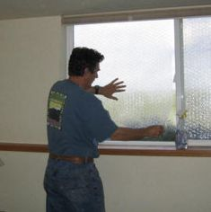 BubbleWrap Bubble Wrap Window Insulation, Bubble Wrap Windows, Recycling, Home Repairs, Do It Yourself Home, Saving Ideas, Diy Home Improvement, Window Coverings, Save Energy