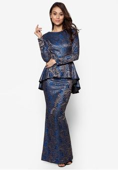 Glitz Kurung from FLEUR in Blue This modern baju kurung from FLEUR? is a limited edition piece for good reasons. Decked out in exclusive glittery brocade, this contemporary stunner is detailed with a sparkling fishtail peplum blouse complete with an equally glamorous mermaid sk... #bajukurung #bajukurungmoden