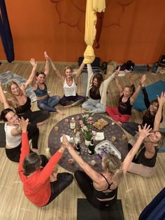 Aerial yoga teacher training program #aerialyogateachertraining registered by the Yoga Alliance learn to teach hatha yoga and aerial Yoga. Two trainings for the price of one. #onlineaerialyogaclasses