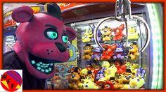 FREDDY FAZBEAR Plays FNAF Claw Machine!  Five Nights at Freddy's Arcade ...