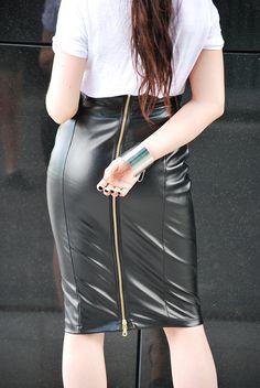 zip skirt   http://www.musthavefashion.pl/koszulka-jack-daniels/