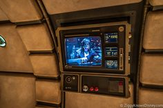 Hondo pre-show video before entering cockpit of Millennium Falcon Smuggler's Run Leia Star Wars, Star Wars Clone Wars, Star Wars Art, Star Trek, Lego Deadpool, Run And Ride, Star Wars Design, Star Tours, Star Wars Light Saber