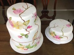 Handmade painted cake by Cláudia Oliveira
