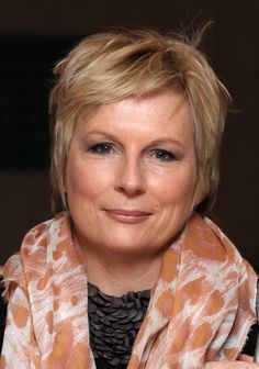 Jennifer Saunders - the modern queen of British Comedy! British Actresses, Actors & Actresses, British Actors, Jennifer Saunders, Simple Updo, British Comedy, Hair Photo, Best Actress, We The People