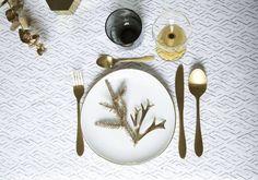 Ideas para decorar la mesa de Navidad - Mesa en colores blanco y dorado. Noel Christmas, Xmas, Deco Table Noel, Decoration Table, Tableware, Fashion Design, Home Decor, Party, White Christmas