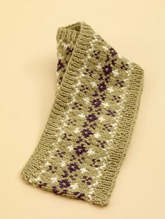 Free knit pattern. Looks great to learn color work.
