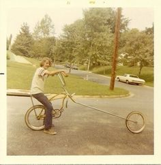I used to have a bike just like this. Schwinn Stingray with chopped forks. Yeah!!