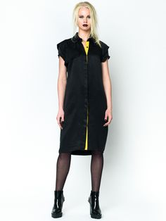 Cupro Trench Dress Zwart by This is Lily