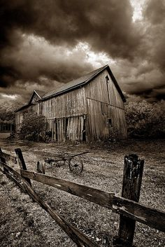 Great picture of a old western barn. Really reminds you of the good old days.