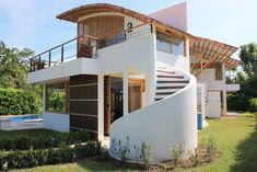 ACCESO PRINCIPAL Filipino Architecture, Bamboo Architecture, Architecture Design, Casas Country, Bamboo House Design, Bamboo Building, Jungle House, Villa Plan, Modern Villa Design