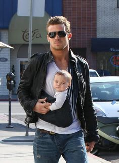 Leather jacket and a baby: the perfect accessories, right?
