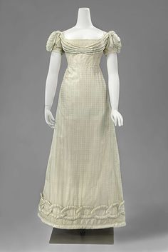 This looks like a dress that Henrietta (Henry) would have worn when she went to London in Minx by Julia Quinn.