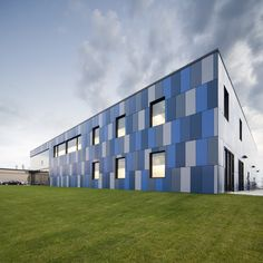 Image 8 of 10 from gallery of Fournitures Select / Blouin Tardif Architecture-Environnement. Photograph by Steve Montpetit Blue Building, Building Exterior, Building Facade, Building Design, Factory Architecture, Colour Architecture, Industrial Architecture, Facade Design, Exterior Design