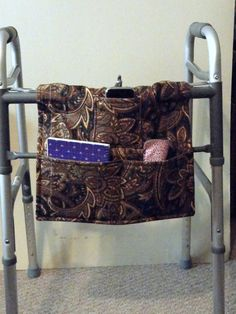 Walker Bag- Walker Tote - Walker Bag for Men - Brown Paisley Print Diy Sewing Projects, Sewing Tutorials, Sewing Crafts, Craft Projects, Sewing Ideas, Diy Travel Pouches, Bingo Bag, Lap Quilts, Sewing Accessories