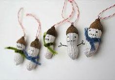 Adornos de Navidad reciclados con cáscaras de cacahuetes