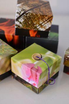 Att återbruka en fotokalender - Diagnos:Kreativ Scrapbooking, Gift Wrapping, Gifts, Photo Calendar, Creative, Gift Wrapping Paper, Presents, Wrapping Gifts, Scrapbooks