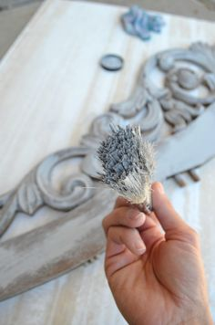 Dry Brush Painting Technique on Vintage Headboard Painting Old Furniture, Furniture Painting Techniques, Painted Furniture, Dry Brush Painting, Diy Painting, Shabby Vintage, Shabby Chic, Diy Furniture Projects, Furniture Makeover