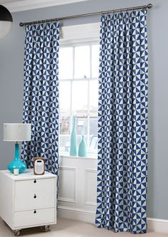 Moderne Polar - Eclectic geometric curtain fabric in a mix of navy blue and white. Made from 100% cotton.