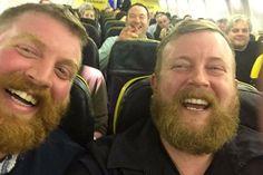 Man treft dubbelganger naast hem in vliegtuig|Reiskrant| Telegraaf.nl